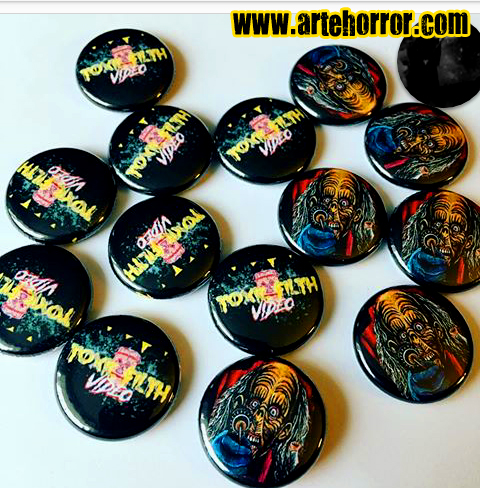 Mörderoma-Buttons von Toxic Filth Video